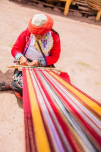 009-Peruvian lady making cloth